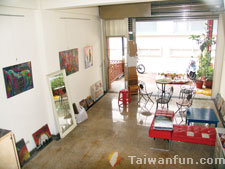 Suites Scottie Taichung Hostel & Gallery